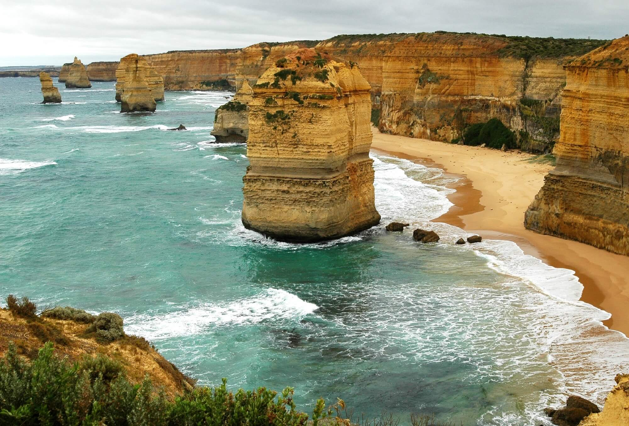 What towns are located on the Great Ocean Road?